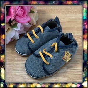 [Robeez] Boys Hakuna Matata Disney Shoes